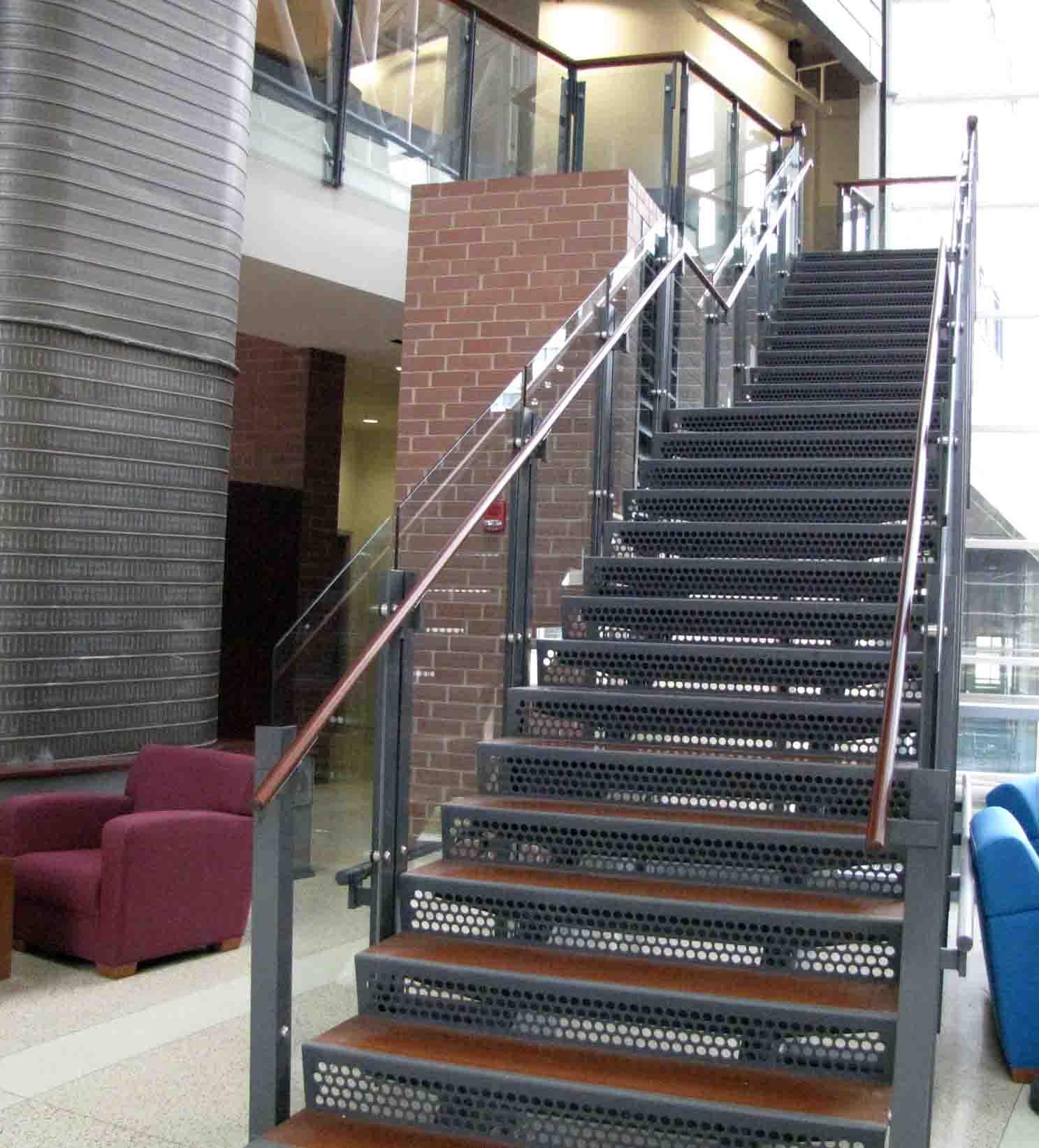 escalier-acier-bois-sur-mesure-exterieur