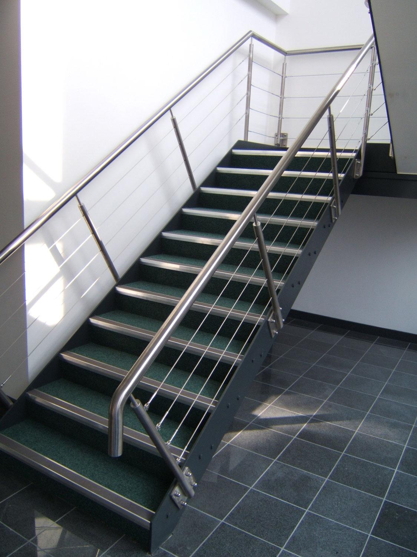 escalier-acier-garde-corps-inox-sur-mesure