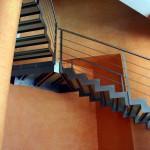 Escalier suspendu en acier sur mesure